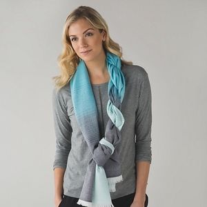 Lululemon Love and Light Scarf Aquamarine Peacock